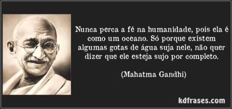 frase-nunca-perca-a-fe-na-humanidade-pois-ela-e-como-um-oceano-so-porque-existem-algumas-gotas-de-mahatma-gandhi-106497
