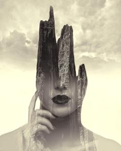 Imagem Grátis de Mulher a Pensar em Face da Montanha